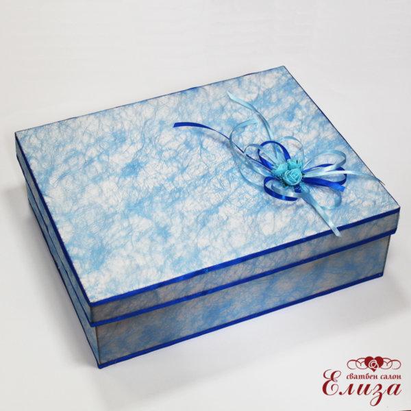 Кутия за дрехи в синьо за кръщене